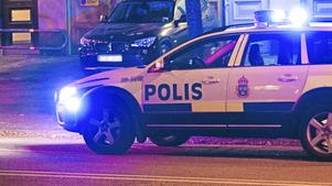 Polisbil körde över man vid supporterbråk