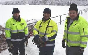 Mats Hellström, Niklas Berglund och Stig Pettersson från Dala markservice och Fortum. FOTO: ANGELICA LINDVALL