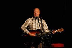 Mikael Eklöv var öppningsakt till trion Slow Fox, Peter Bruntnell och Tommy Womack.