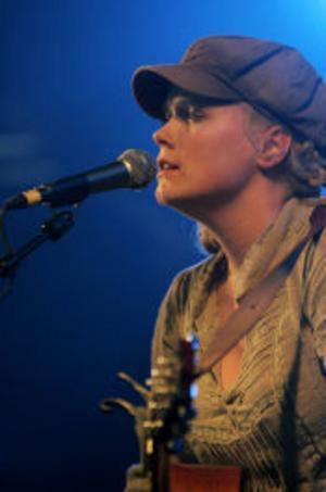 Till helgen spelar Frida Hyvönen på Arvikafestivalen.