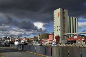 Skall kommunens styras av miljömedvetna politiker eller sorglösa marknadsfixerade amatörer? Förändringen av hamnen är till exempel ett första klassens riskprojekt såväl ekonomiskt som miljömässigt, skriver Peter Gerdman.