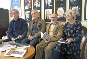 Juryn delvis samlad i Dagermansoffan: Urban Forsgren, Bengt Söderhäll, Arne Ruth och Kerstin Jacobsson.
