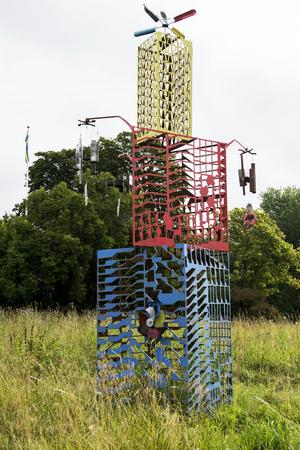 Tornet med mobiler var den första skulpturen i parken och mobilerna ljuder högt när vinden tar i.