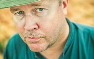Zac O'Yeah har skapat en osannolik deckarhjälte i sin bok Operation Sandalwood.