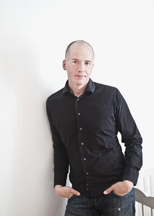 När Daniel Åberg kontaktades för en historia som skulle lämpa sig för ljudbokslyssnande hade han redan idén till Virus.