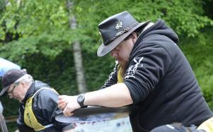 Han har blick för guldet. Mattias Kroon lägger på ett sista kol i guldvaskningsheatet.