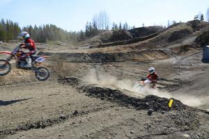 Många av förarna hade längtat ordentligt till motocrossens grus, damm och doft av bensin.