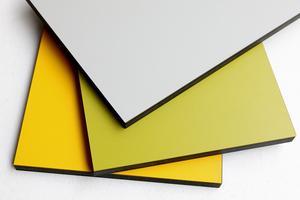 Kompaktlaminat är en specialvariant av laminat som är betydligt dyrare. Fördelen är att det går att göra väldigt tunna skivor, och att de går att få i regnbågens alla färger. Kompaktlaminat känner man ofta igen på den mörka kanten.