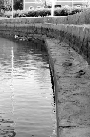 Fontänen i Lillfjärden fick stängas av när vattenivån sjön sommaren 1994.