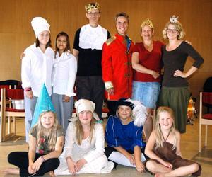 Småkul från Karlskoga spelar Törnrosa för barn och vuxna på Sparbanksbörsen i Fjugesta på söndag.