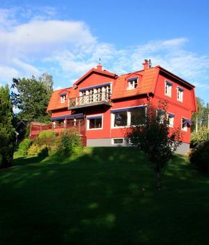 Ola Toivonen köpte sitt hus 3, 6 miljoner. Med på köpet får han en egen strand.