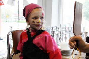 Zaga Dagh Edvardsson var ett barn som testade ansiktsmålning.