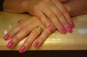 Rosa naglar.