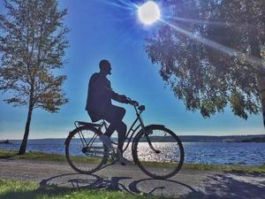 Juni: Cyklande man, Badhusparken Östersund.