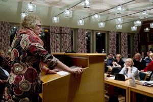 Ewa Lindstrand (S) kommunstyrelsens ordförande, var riktigt irriterad under måndagens kommunfullmäktigemöte.