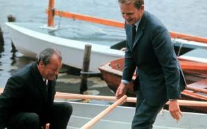 Willy Brandt och Olof Palme på väg ut i Harpsundsekan.