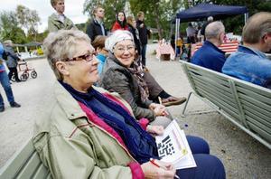 Eivor Jonsson och Anita Eriksson är jätteglada att krysset anordnats.