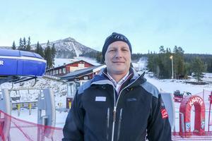 Ola Andersson, nere i Lofsdalen, längts upp bakom honom på toppen skymtar skybaren.