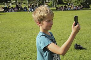 Wille Ståhl passade på att ta bilder med sin telefon.