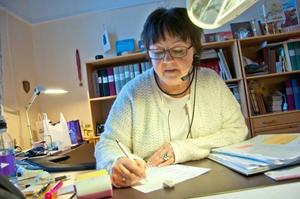 Karin Ulestam är oftast den första personen blivande brudpar kommer i kontakt med när de ska gifta sig borgerligt.