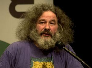 László Gönczi avgör om det blir en borgerlig eller rödgrön budget i landstinget.