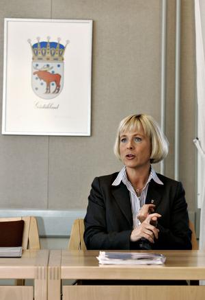 – Det hela är jättetragiskt, säger kommunledningskontorets chef Helén Åleskog om misstankarna att en anställd förskingrat stora summor pengar.