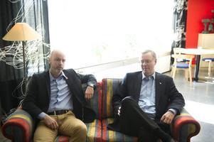 Jonny Gahnshag (S) och Mikael Rosén (M) företräder partier som sedan länge verkat för stora investeringar i VM-anläggningar. Våren 2010 var olyckan framme - då fick Falun skid-VM.