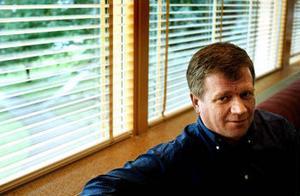 Han leder en förvaltning som går på knäna. Miljöchefen Stig Johansson larmar om den hårda pressen på miljökontoret i Sundsvall.