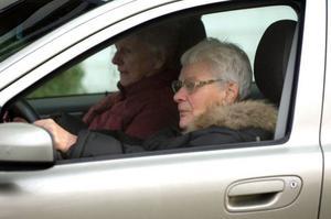 Kvinnor som fortsätter köra bil har kört mycket sedan de var unga. De flesta som slutat köra bil är ändå nöjda. De har ersatt sitt bilresande med kollektivtrafiken.Foto: Leif R Jansson/Scanpix