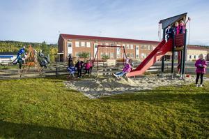 Skolgården i Skorped var en tragisk syn och där fanns inget att göra. Med egen kraft och envishet förvandlade föräldrarna den till en fantastisk lekpark där alla barn kan trivas. Men allt har inte gått som på räls.
