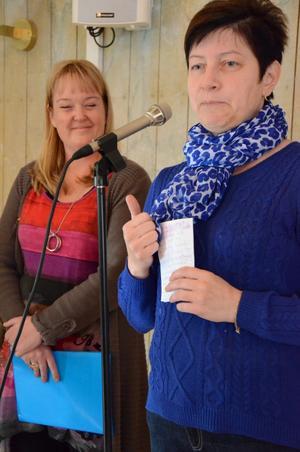 – Det handlar inte bara om att lindra allergiska besvär utan också om att ha en miljö som inte skapar allergier, sade Ewa-Leena Johansson. På bild också Mikaela Odemyr.