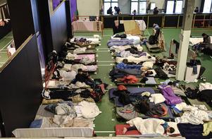 En klubblokal i Nobelberget i Sickla har förvandlats till ett transitboende för upp till 500 flyktingar.
