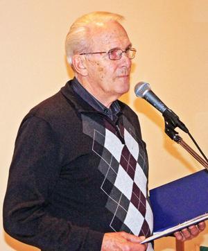 Torsten Samuelsson läste egna dikter för SPF-pensionärerna.