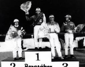 Högst upp på prispallen som vanligt. Här, 1992, har Kung Åke blivit champion än en gång. Lasse Lindberg, Håkan Skoglund och Kenth Åkerlund ingår i den slagna skaran.