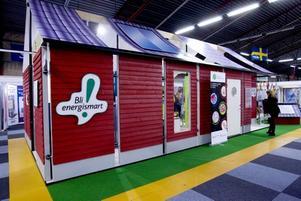 energismart. I en monter på Bomässan kan man se det energismarta huset där alla möjliga lösningar finns för en minskad energiförbrukning i hemmet.