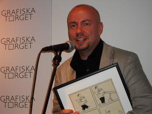 Ola Skogäng fick Svenska Serieakademins svenska Adamsonpris. Han debuterade med Mumiens blod förra året.