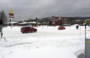 Korsningen på Landsvägsallén vid hamburgerrestaurangerna Max och McDonalds ser ut att försvinna. I stället planeras för en ny rondell som ska underlätta trafiken.