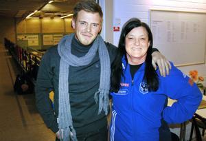Andreas Hellmers och Eva Alfredsson vill lyfta intresset för Arbrås handbollsmatcher.