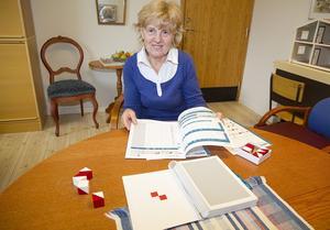 Ensam kvar. Monica Svensson är ensam skolpsykolog i Hallstahammars kommun. Hon kan inte arbeta förebyggande på samma sätt som tidigare och saknar någon att bolla bedömningar med. Samtidigt poängterar hon att samarbetet mellan Elevhälsan och skolpersonalen fungerar jättebra.Foto: JACKie MeH