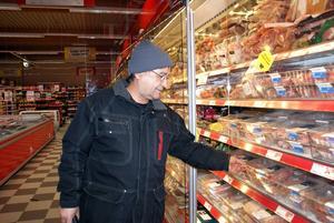 Hayit Kuziyev besöker butiken varje dag.
