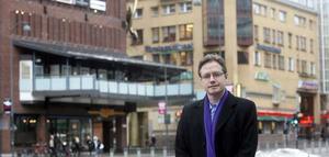 Miljardinvestering. Thomas Lindström, Nordenchef för Carlyle Group, står utanför Punkt och Gallerian som hans företag har köpt av Boultbee för en köpeskilling på närmare en miljard.
