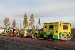 Fler än sex ambulanser fanns på platsen.