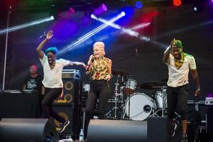 Först på scen under helgens festival i centrala Kramfors var Saraha som dansade loss rejält.