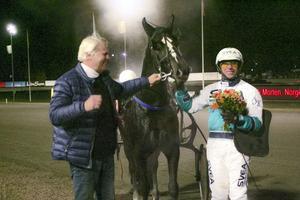 Örjan Kihlström firar en av sin segrar på Bollnästravet.
