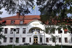 Rita av det gamla tingshuset i Hudiksvall och gör det med en modern och praktisk insida, tycker skribenten.