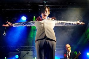 Jonas Jonsson på Storsjöyran i år med sitt band Bedroom Eyes.