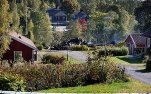 Den tekniska undersökningen av brandresterna har pågått sedan i måndags och fortsätter veckan ut. Foto: Peter Ohlsson/DT