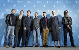 George Clooney, Channing Tatum, Josh Brolin, Ethan Coen, Alden Ehrenreich, Tilda Swinton och Joel Coen på filmfestivalen i Berlin där
