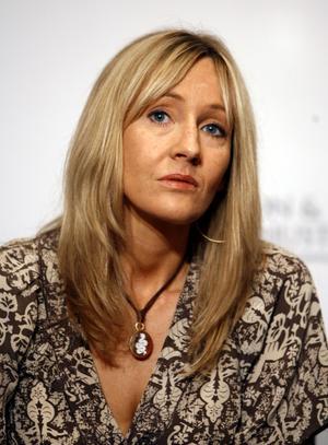J K Rowling. Föga kunde hon ana att hon skulle vara god för drygt 7,8 miljarder kronor, när hon knappt fick den första boken publicerad i början av 90-talet. Foto:SETHWENIG