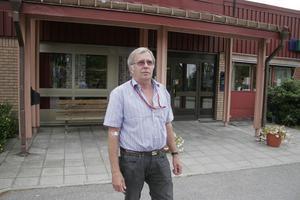 Bernt Schröder från Bergsjö åkte till Harmånger hälsocentral för en provtagning.– Jag hade hellre varit i Bergsjö, det är betydligt krångligare att ta sig hit, framför allt med tanke på att jag nyss sålt bilen. Jag fick skjuts hit, annars hade jag behövt taxi. Men man får finna sig i det.